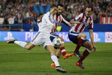 Football - Atletico Madrid v Real Madrid - UEFA Champions League Quarter Final First Leg - Vicente Calderon, Madrid - Spain - 14/4/15  Real Madrid's Cristiano Ronaldo in action with Atletico Madrid's Diego Godin and Arda Turan  Reuters / Paul Hanna