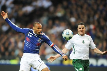 French forward Thierry Henry (L) controls the ball in front of Irish defender John O'Shea  during the World Cup 2010 qualifying football match France vs. Republic of Ireland on November 18, 2009 at the Stade de France in Saint-Denis, northern Paris.     AFP PHOTO / LIONEL BONAVENTURE (Photo credit should read LIONEL BONAVENTURE/AFP/Getty Images)