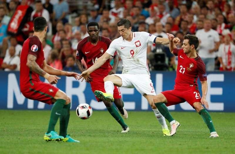 2016-06-30t205446z_1_lynxnpec5t1u5_rtroptp_3_soccer-euro-pol-por-800