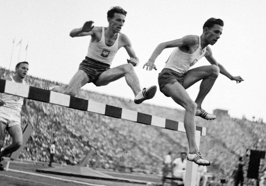 PHOTO: EAST NEWS Zdzislaw Krzyszkowiak, Jerzy Chromik, lekkoatletyka, bieg na 300 metrow.