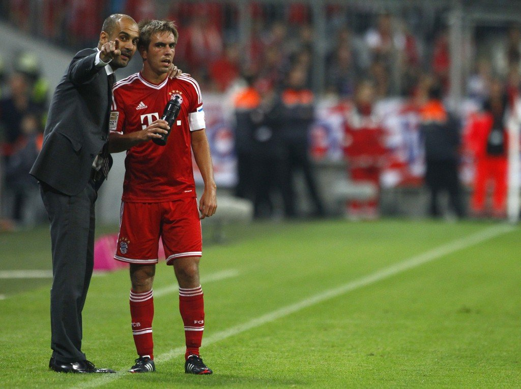 Bayern Munich's coach Pep Guardiola (L) talks to Philipp Lahm during their German first division Bundesliga soccer match against Borussia Moenchengladbach in Munich August 9, 2013. REUTERS/Michaela Rehle (GERMANY - Tags: SPORT SOCCER) DFL RULES TO LIMIT THE ONLINE USAGE DURING MATCH TIME TO 15 PICTURES PER GAME. IMAGE SEQUENCES TO SIMULATE VIDEO IS NOT ALLOWED AT ANY TIME. FOR FURTHER QUERIES PLEASE CONTACT DFL DIRECTLY AT + 49 69 650050 - RTX12FA1