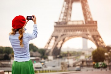 woman-millennial-eiffel-tower